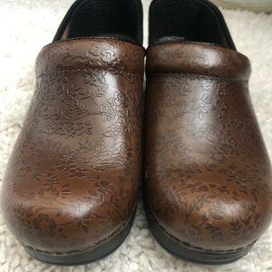 Brand new Dansko shoes size 8.5/9!!